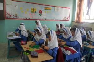 یک کلاس با دانش آموزانی موفق