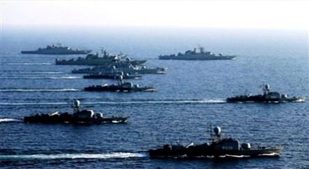 رژه نیروهای مسلح هوایی و دریائی در بندرعباس