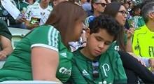 مادری که چشمان فرزند نابینایش در استادیوم است!