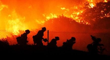 ۲۰۰ هزار نفر آواره در آتش کالیفرنیا