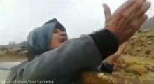 اشک شوق پیرمرد یزدی از بارش باران در کویر