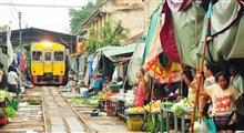 عبور قطار از وسط بازار بانکوک