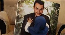 اشکهای جانسوز دختر شهید مدافع حرم پای قاب عکس پدر
