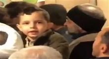 شعارهای شیرین یک کودک در ورودی مصلی تهران