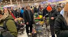 صف های طولانی خرید از فروشگاه های مواد غذایی در پی شیوع کرونا در لندن