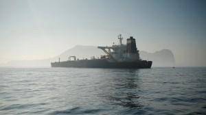 آمریکا نفتکشهای حامل محصولات نفتی ایران را به تحریم تهدید کرد