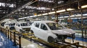 واکنش تند خودروسازان به اظهارات رئیس بانک مرکزی و تهدید به تعطیلی تولید خودرو