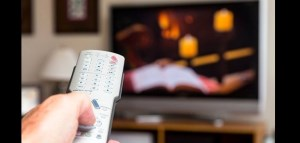 زنان بیشتر تلویزیون میبینند یا مردان؟ تمایل مردم به کدام رسانه بیشتر اشت؟