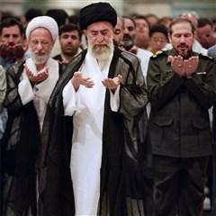 مجموعه تصاویری از آیتالله مصباح یزدی در کنار رهبر انقلاب - سری دوم