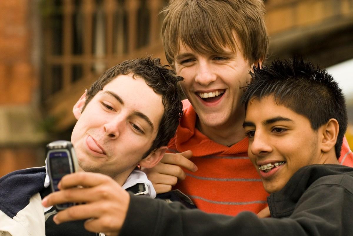 نوجوان و فراز و نشیب های مسیر هویت یابی