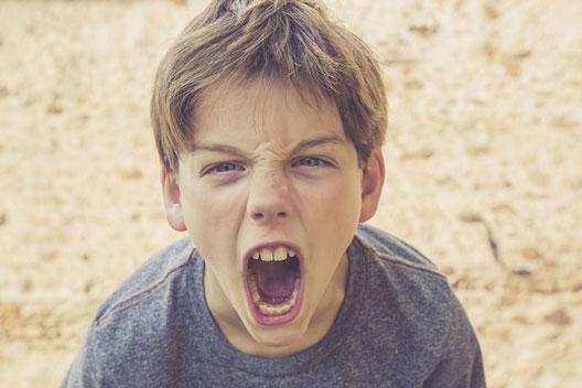 انواع، عوامل و راههای درمان پرخاشگری در کودکان