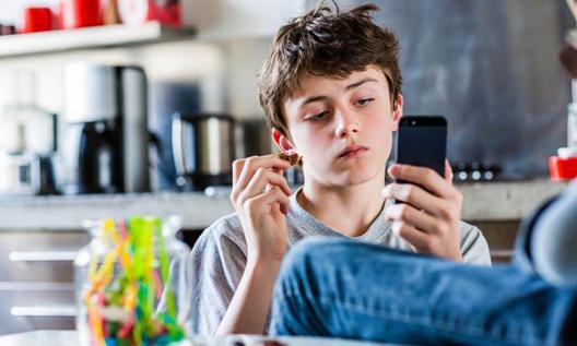نوجوانی و گروه همسالان