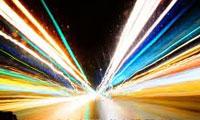 سرعت نور، چالش ها و نظریه ها