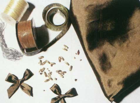 دوخت ساتن روی میز خاطره یاقوت كبود - رومیزی با پاپیون و مهره