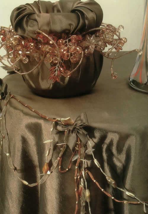 دوخت ساتن روی میز خاطره رومیزی با پاپیون و مهره