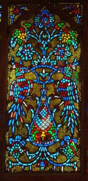 بررسی پنجرهی گچبری متعلق به بنای امامزادگان درب امام