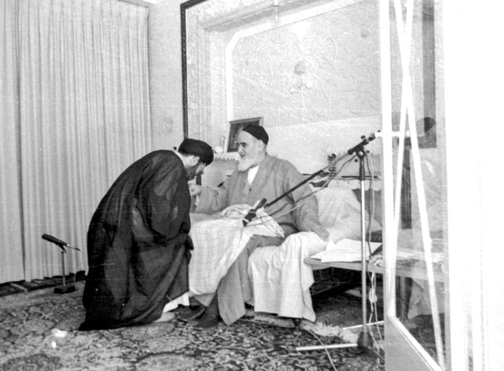 ملاقات شبانه آیت الله خامنهای با امام خمینی