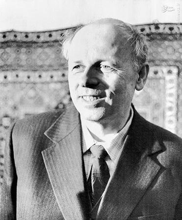 پایان انقلاب روسیه با کوتاهآمدن گورباچف از اصول انقلابی و آشتی با غرب