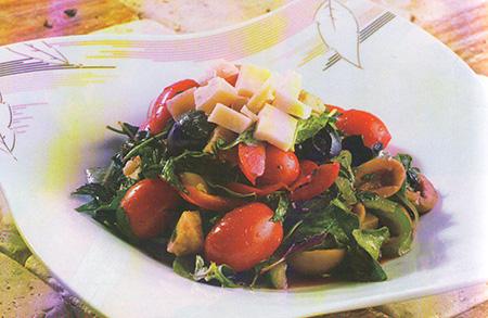 سالاد سبزیجات با زیتون